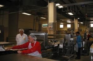 אחד מקווי הייצור החדישים במפעל המאפים, בא.ת אריאל מערב.