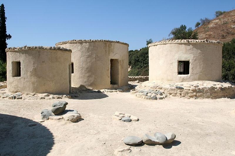 מראה הבתים העגולים המשוחזרים בצידה המזרחי של כירוקיטיה, צילום: ויקיפדיה