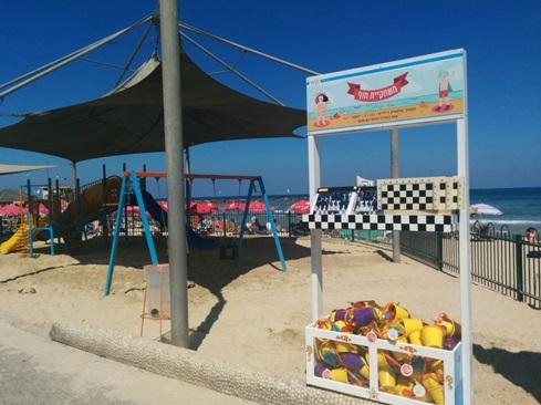 """משחקייה על חוף הים בתל אביב, צילום: יח""""צ"""