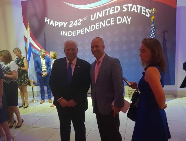 """סת לויט מנכל A&H לצד שגריר ארהב דויד פרידמן, צילום: יח""""צ"""